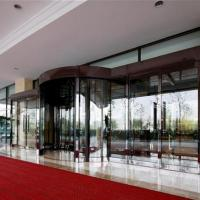 Large picture automatic revolving door