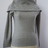 Large picture cable cashmere pullover