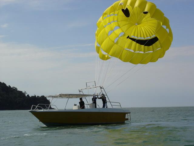 лодка парасейлинг